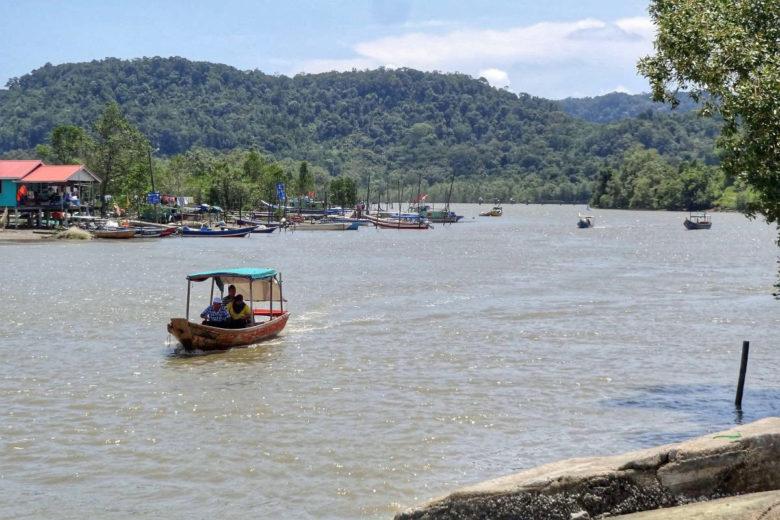 Abholung mit dem Boot im Bako Nationalpark