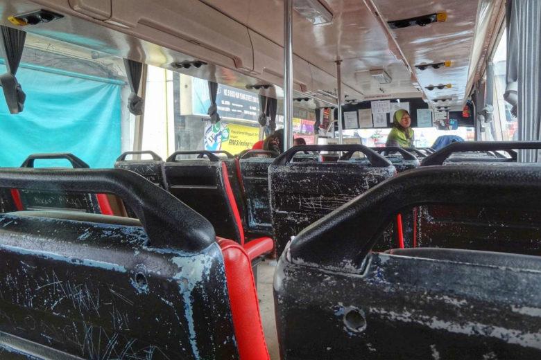 Busfahren in Borneo