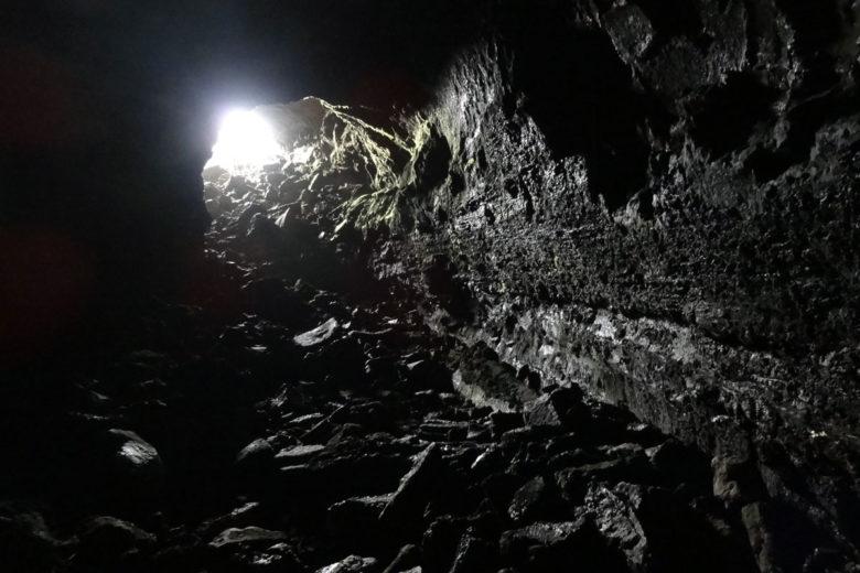 Island in den Surtshellir Lavahöhlen
