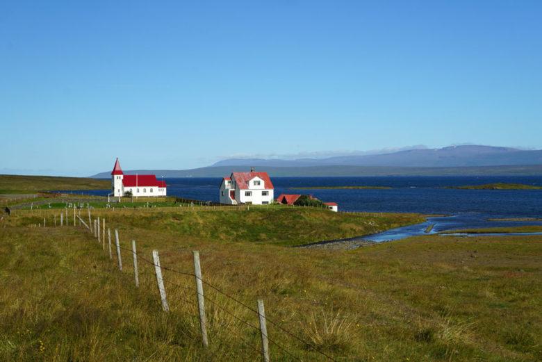 Island Häuser am Meer