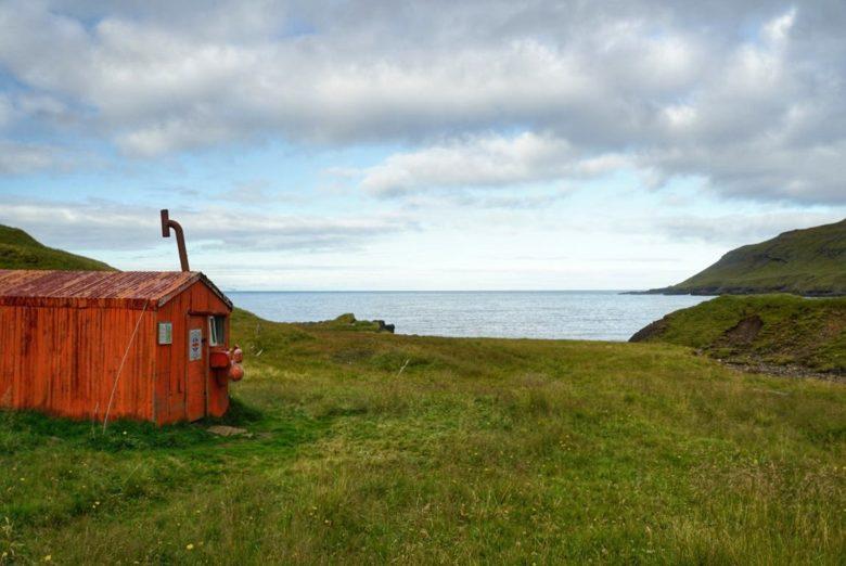 Island - einsame Bucht in den Ostfjorden