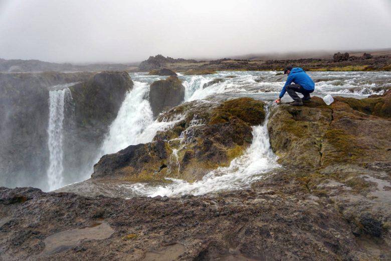 Island - frisches Wasser vom Wasserfall