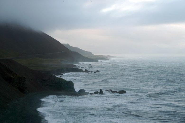Island Fjorde im Nebel