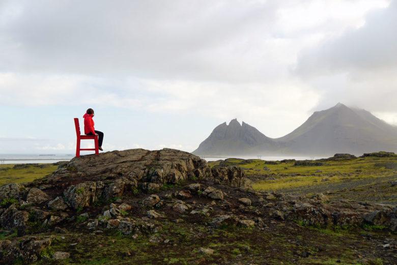 Roadtrip Island Roter Stuhl im Nirgendwo