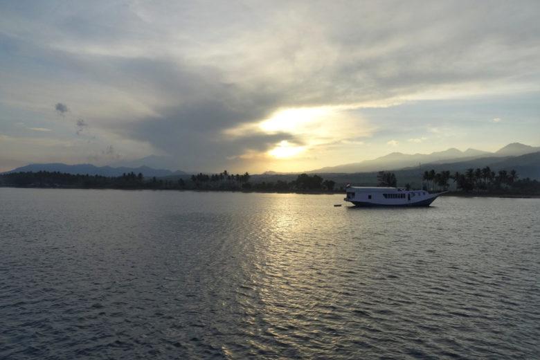 Komodo-Trip Sonnenaufgang über Lombok