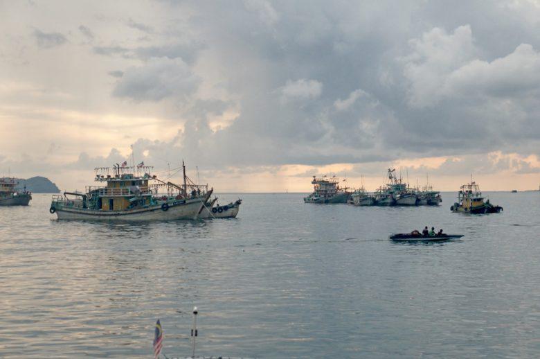 Boote auf dem Meer bei Kota Kinabalu
