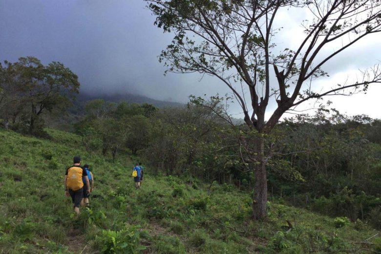 der Anfang des Trekking zum Vulkan Maderas