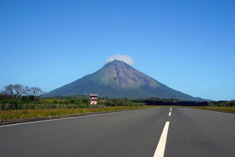 Flugplastz und Vulkan Concepcion auf Ometepe