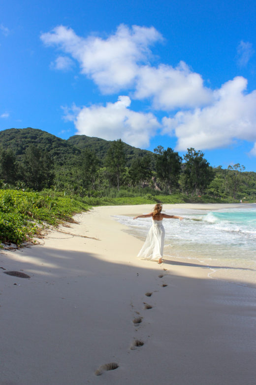 Hochzeit Seychellen_Braut am Strand