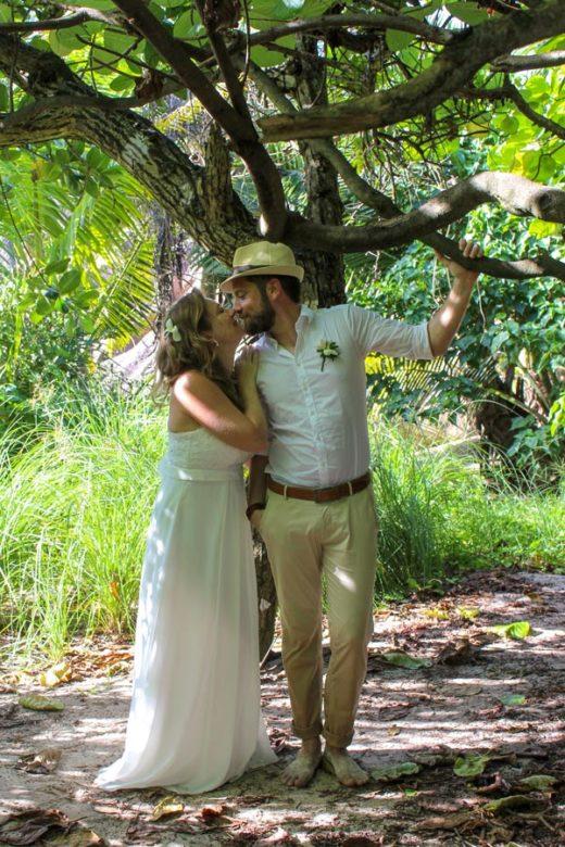Hochzeit Seychellen_Brautpaar im Dschungel