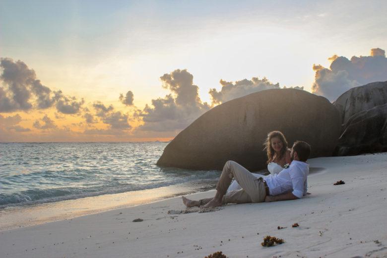 Hochzeit Seychellen_Brautpaar zu Sonnenuntergang