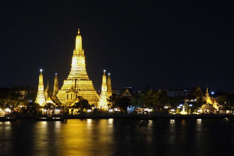 Bangkok Sehenswürdigkeiten Wat Arun bei Nacht