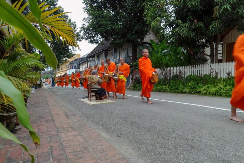 Almosengang in Luang Prabang 2011