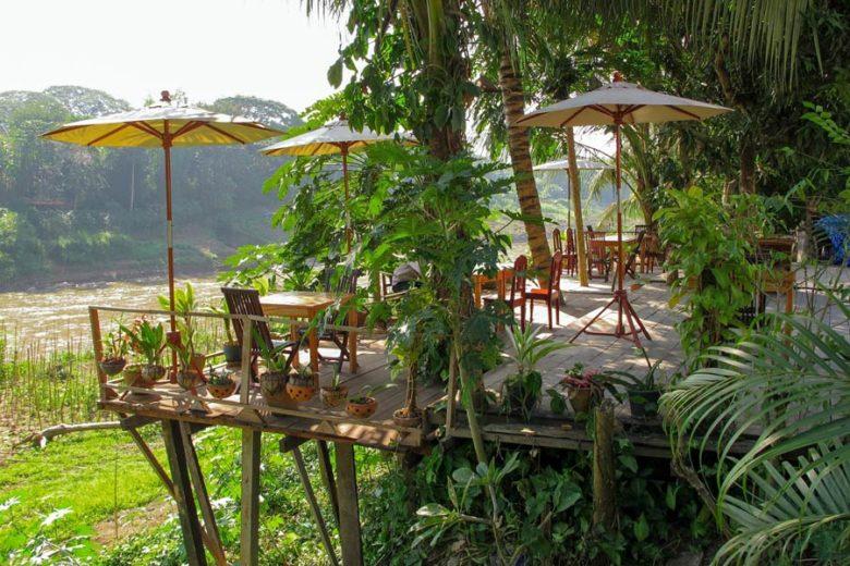 Cafés am Mekong in Luang Prabang