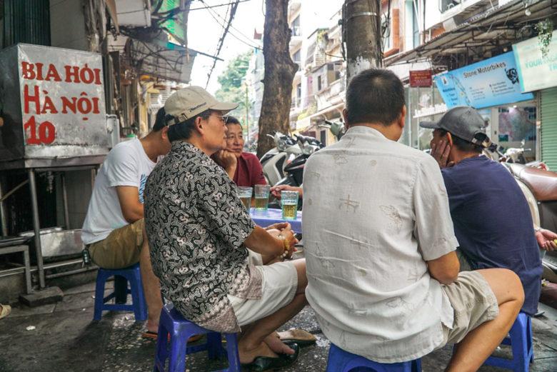 Bia Hoi trinken in Hanoi