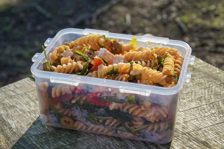 Outdoor Rezept: Mediterraner Nudelsalat