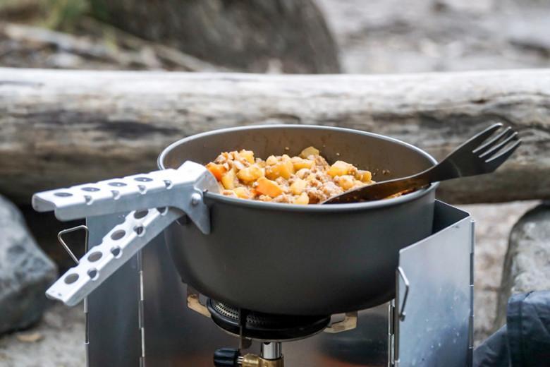 Outdoor Rezept: Süßkartoffel-Curry mit Kichererbsen und Hühnchen