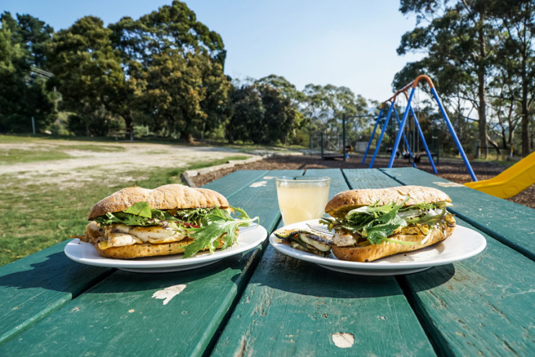 Camping Outdoor Rezept: Baguette mit gegrilltem Hähnchen